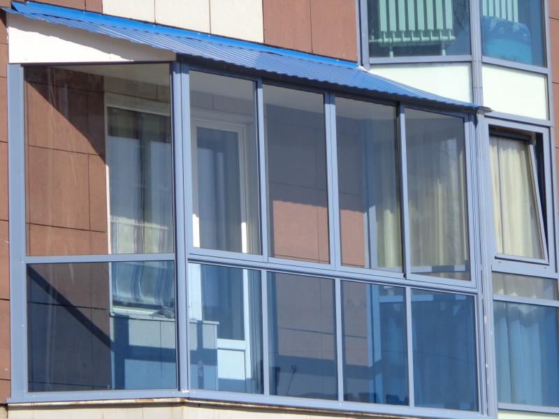 Варианты остекления балкона: какой материал лучше?