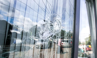 Разбит стеклопакет на окне пвх